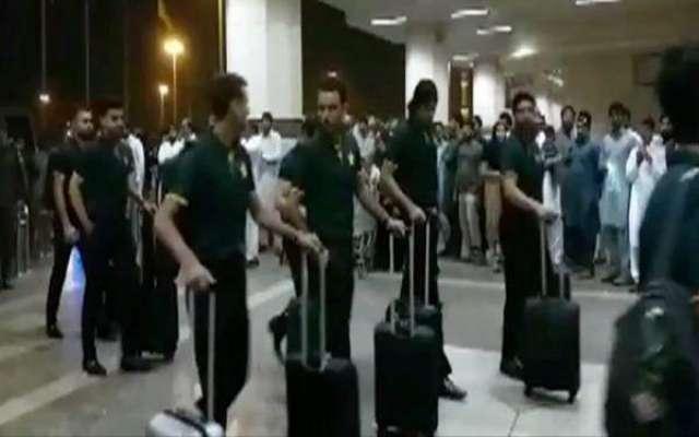 قومی ٹیم محمد عامر کے بغیر دورہ انگلینڈ اور آئرلینڈ کیلئے روانہ ہوگئی