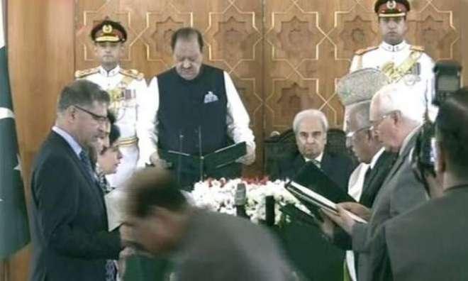 حکومتی امور چلانے کے لیے نگراں وفاقی کابینہ کے 6 اراکین نے حلف اٹھالیا