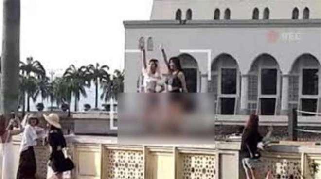 ملائیشیامیں مسجد کے باہر ناچنے پر آئندہ سیاحوں کے داخلے پر پابندی ..