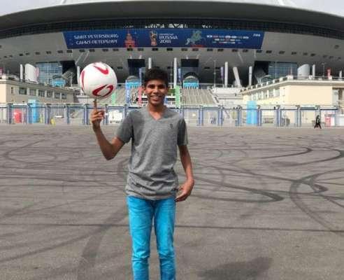 فیفا ورلڈ کپ میں پاکستانی بچے نے میچ کے ٹاس کا اعزاز حاصل کر لیا