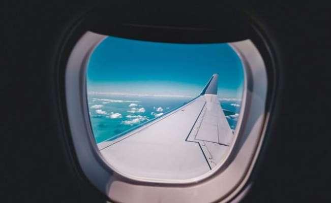 دوران پرواز طیارے کی کھڑکی ٹوٹ گئی