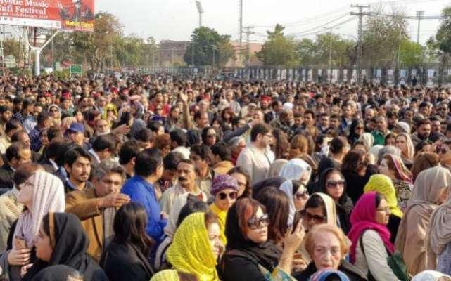 سینئیر قانون دان عاصمہ جہانگیر کی نماز جنازہ ادا، خواتین کی بھی شرکت