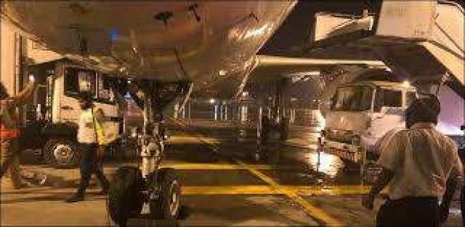 لاہور میں آندھی اور طوفان کے باعث پی آئی اے کے دو طیاروں کو نقصان