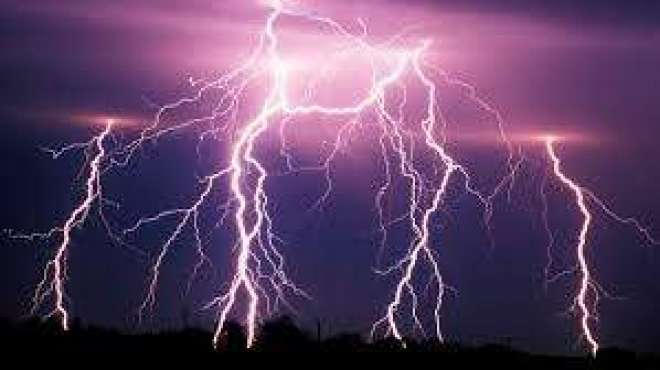 بھارت میں طوفانی بارش اورآسمانی بجلی گرنے سے 27افرادہلاک،34زخمی