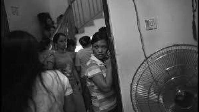 معاوضوں سے محروم فلپائینی ملازماوں کی بازیابی کے لیے فلپائنی سفارتخانے ..