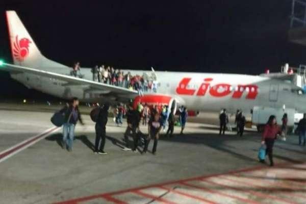 بم کی اطلاع نے کھلبلی مچا دی، مسافروں نے طیارے سے چھلانگ لگا دی