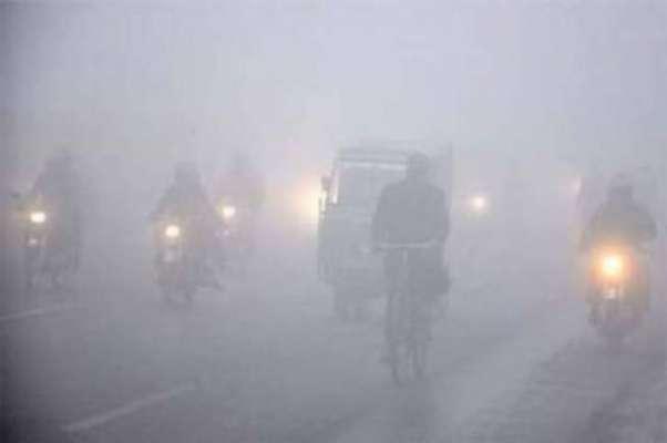 گرد آلود طوفان کے بعد لاہور ہنگامی حالت کا شکار