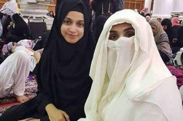 عمران خان کی اہلیہ بشری بی بی کی پاکستانی اداکارہ کے ساتھ لی گئی تصویر ..