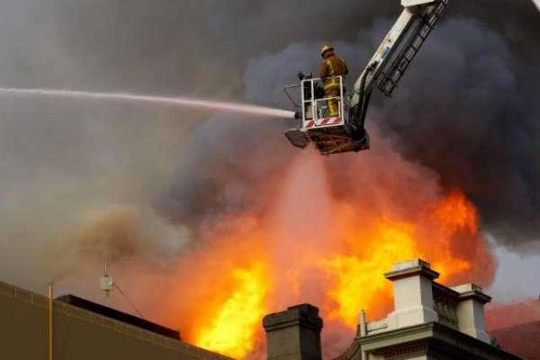 گلستان جوہر کی عمارت میں لگنے والی آگ پر قابو پالیا گیا