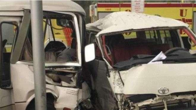 ابوظہبی میں دو بسوں میں تصادم ، متعدد افراد زخمی