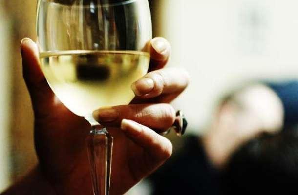 کیا سعودی ہوٹلوں اور ریستورانوں میں شراب پیش کی جائے گی؟