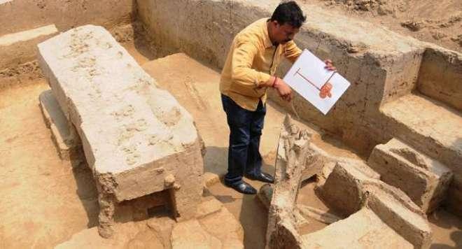 بھارتی ریاست اتر پردیش میں کھدائی کے دوران چار ہزار سال قدیم بگھیوں ..
