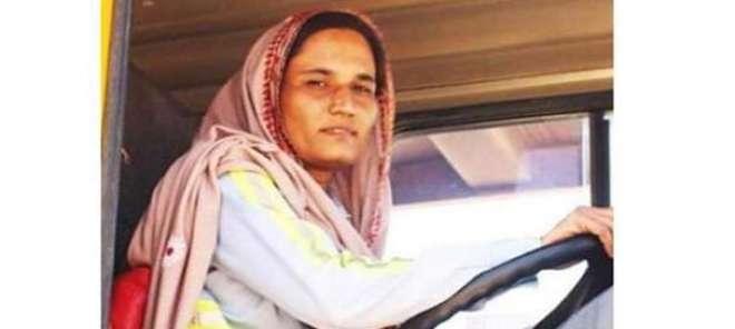ڈاکٹر بننے کا خواب دیکھنے والی خاتون نے ٹرک چلانا شروع کر دیا