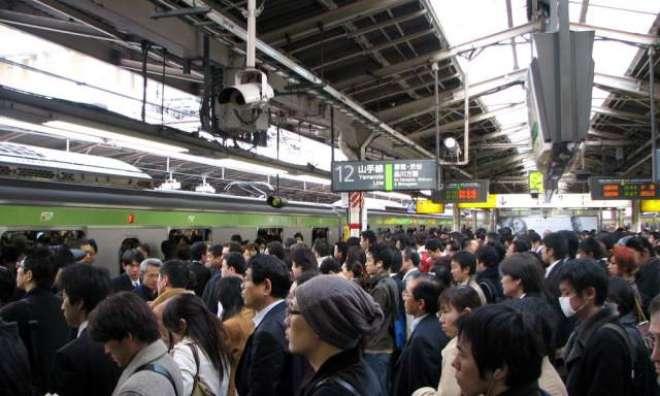 جاپان کے ہوائی اڈوں ،ریلوے اسٹیشنوں، بس اڈوں پر لوگوں کاغیر معمولی ..