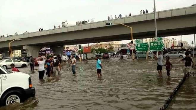 سعودی عرب میں طوفانی بارشوں کا امکان ، شہریوں اور تارکین وطن کوخبردار ..
