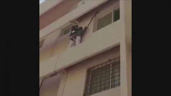 تیسری منزل سے گرنے والی بچی کو بچانے والے سعودی نوجوان کی تکریم