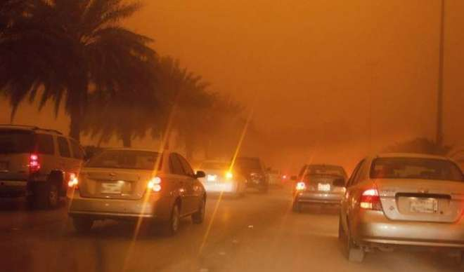 سعودی عرب کے کئی شہروں میں گردوغبار کے طوفان کے باعث معمولات زندگی ..