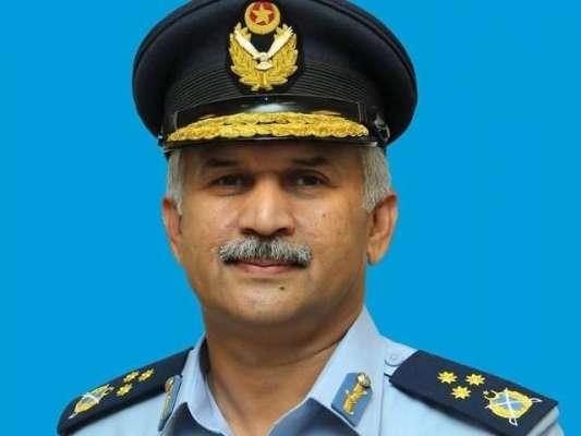 ْپاک فضائیہ کے سربراہ کی بانی پاکستان کو خراجِ عقیدت پیش کرنے کے لئے ..