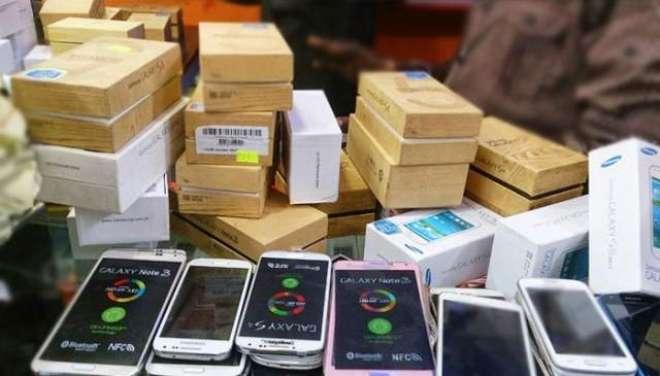 امپورٹڈ موبائل فونز پر عائد کیے گئے ٹیکسز کی شرح کی تفصیلات جاری کر ..