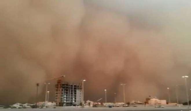 سعودی عرب کا مغربی حصہ ریت کے شدید طوفان کی لپیٹ میں آ گیا