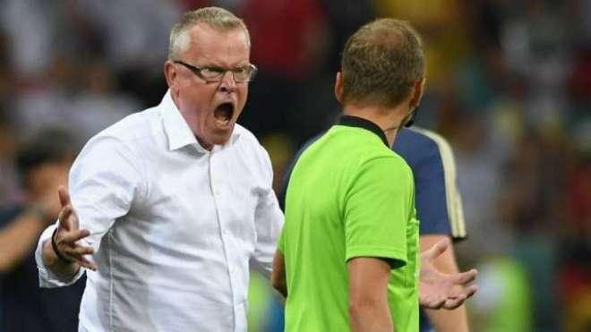 ٹیم کی ہار پر غصیلے کوچ نے مخالف ٹیم جرمنی کے کوچ کو دھکے دے ڈالے