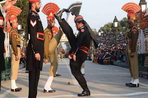 واہگہ بارڈر پر پاکستان زندہ باد اور اللہ اکبر کی صدائوں کے درمیان پرچم ..