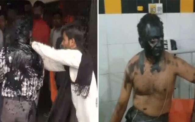 بھارت، طلباء کا پروفیسر کے منہ پر کالک مل کر احتجاج