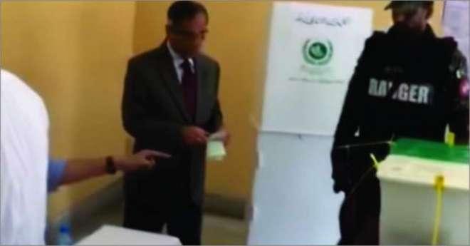 چیف جسٹس آف پاکستان میاں ثاقب نثار نے ووٹ کاسٹ کر دیا