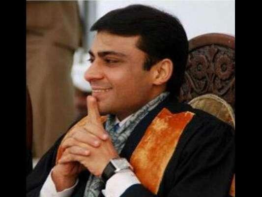 احتساب عدالت میں حمزہ شہباز کی پیشی سے قبل لیگی کارکن کا دھرنا
