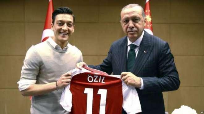 ترک صدر کی جرمن کھلاڑیوں کے ساتھ تصاویر پر تنقید