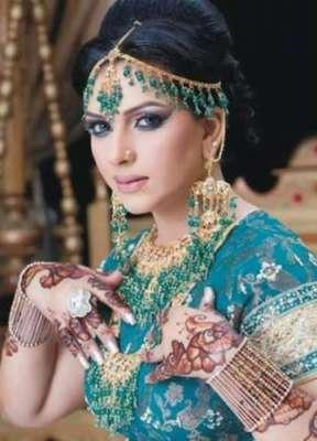 اداکارہ ماہ نور نے غریبوں میں راشن کی تقسیم کا عمل شروع کر دیا