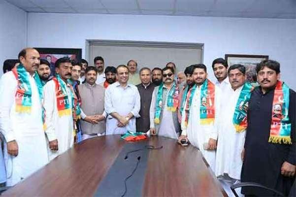 تحریک انصاف نے ایک ساتھ مسلم لیگ ن کی 12 وکٹیں اڑا دیں