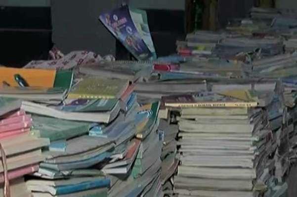 کراچی ،ْ طلباء کو مفت فراہم کی جانے والی درسی کتابیں کباڑی کے گودام ..