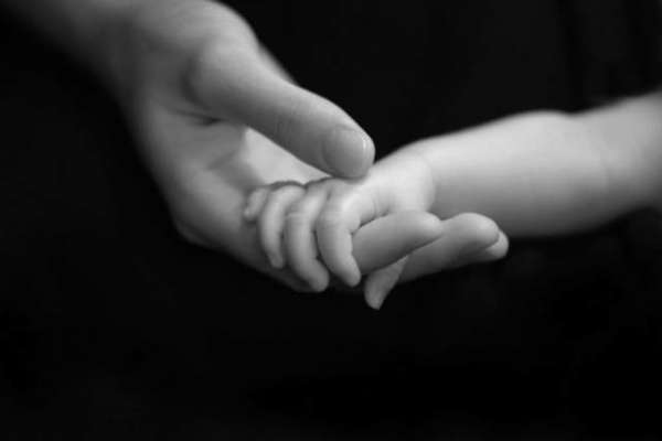 پیدائش کے بعد سے مردہ سمجھی جانے والی بیٹی 36 سال بعد اپنی ماں سے آ ملی