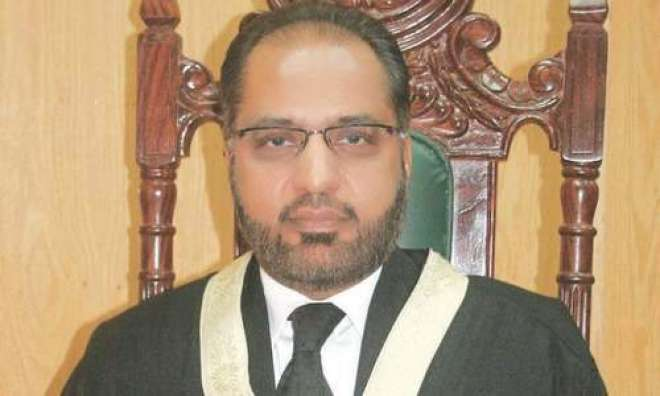 صدر مملکت نے جسٹس شوکت عزیز صدیقی کو عہدے سے ہٹانے کا حکم دے دیا