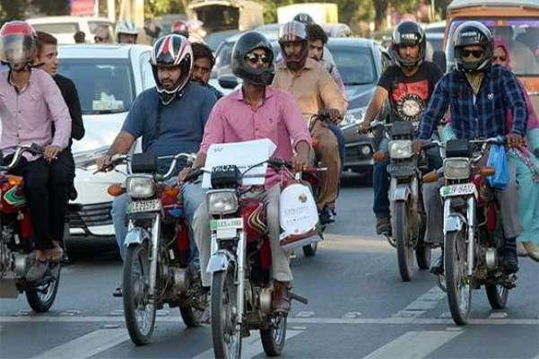 یکم نومبر سے موٹر سائیکل پر سوار دونوں افراد کے لیے ہیلمٹ پہننا لازمی ..