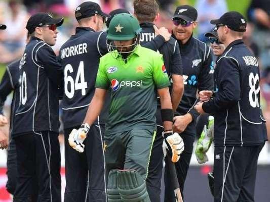 """تیسرا ون ڈے، پاکستانی بلے بازوں نے """"تو چل میں آیا"""" کی حکمت عملی اپنا .."""