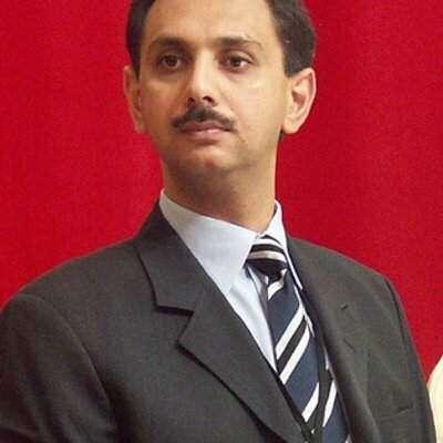 عمر ایوب کو عارضی طورپر وزارت خزانہ کا چارج دے دیا گیا