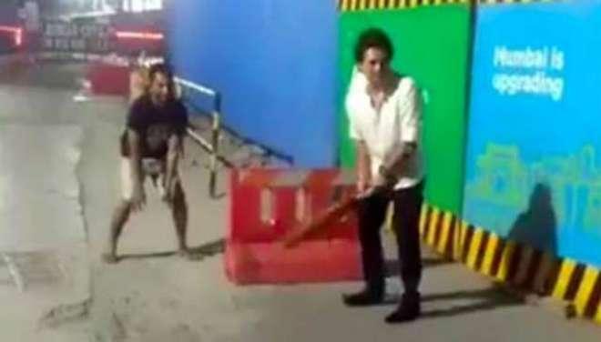 سچن ٹنڈولکر کی سڑک پر کرکٹ کھیلنے کی ویڈیو سوشل میڈیا پر وائرل