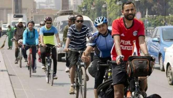 مصری باشندہ فٹبال کے عالمی کپ میں قومی ٹیم کے میچ دیکھنے سائیکل پر روس ..
