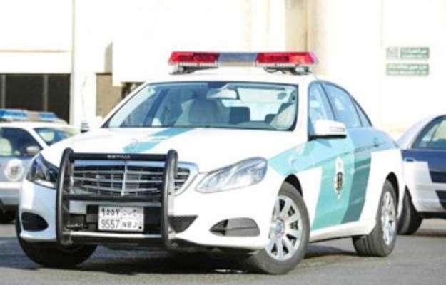 کراچی ،پولیس اہلکاروں کی دفتر جانے والی وین پر نا معلوم شخص کی اندھا ..