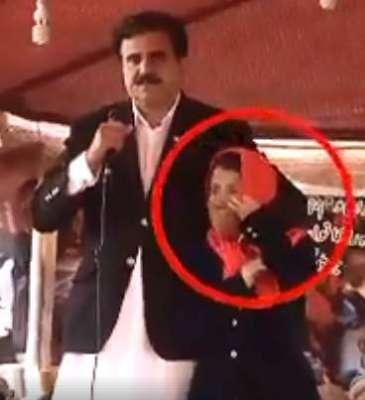 کراچی احتجاج میں بچی کو عجیب انداز سے چھونے کا معاملہ؛سینیٹر نثار محمد ..