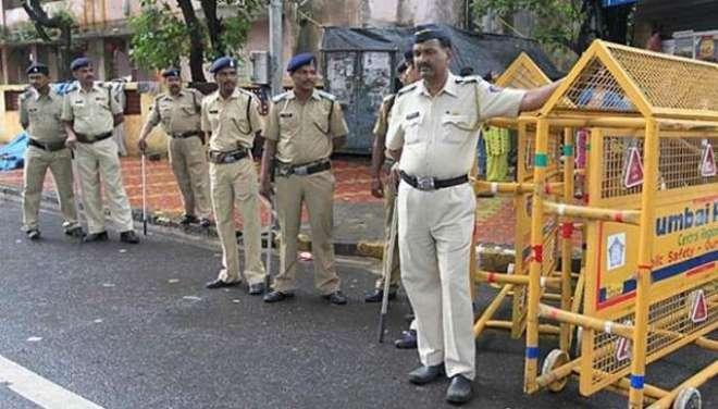 بھارتی پولیس اہلکار نے وردی میں بھیک مانگنے کی اجازت طلب کر لی