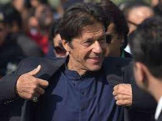عمران خان 9گاڑیوں کے قافلے کے ساتھ بنی گالہ سے پارلیمنٹ ہاؤس پہنچے