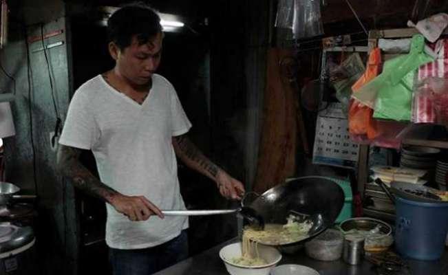 تائیوان کا سابقہ گینگسٹر اب  باورچی بن کر ضرورت مندوں کو  مفت نوڈلز ..