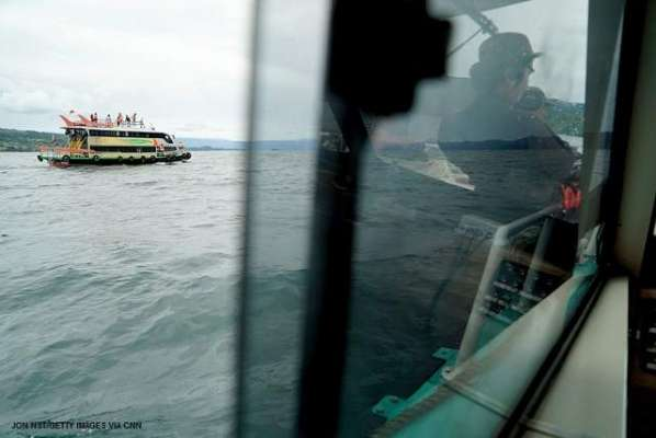 انڈونیشیا کی جھیل میں مسافر کشتی الٹنے سے 200 افراد ڈوب کر ہلاک ،ْ 18 کو ..