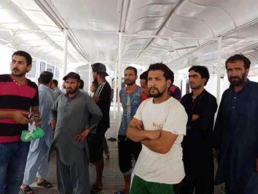 شارجہ:رہائشی عمارت اچانک خالی کرانے پر بے سر و سامان پاکستانی سڑکوں ..
