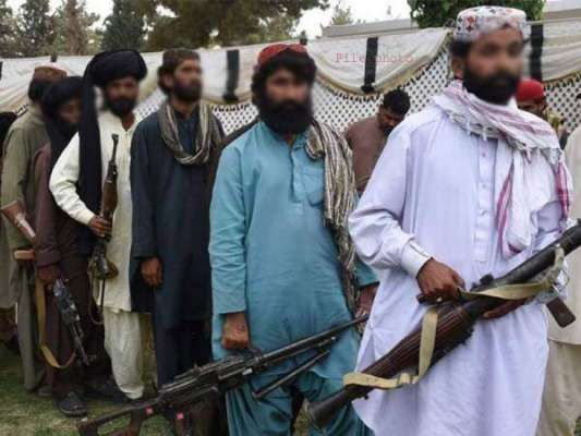 ڈیرہ بگٹی ،10 فراری کمانڈر ہتھیار ڈال کر قومی دھارے میں شامل ہوگئے