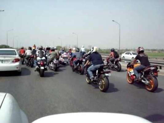 پاکستان کی تاریخ میں پہلی مرتبہ موٹر سائیکل سواروں کو موٹروے پر ڈرائیونگ ..