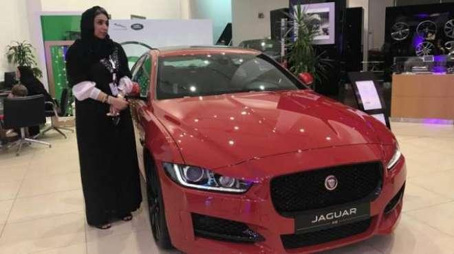 سعودی کار شو رومز میں خواتین کی بھرتی شروع ہو گئی